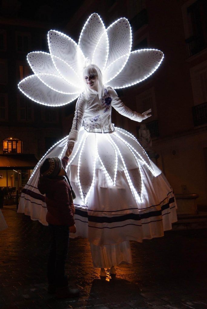 Déambulation échasses Costumes Lumineux